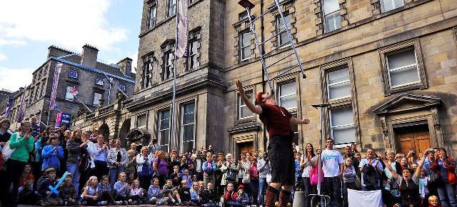 Грандиозный праздник для ценителей искусства в столице Шотландии